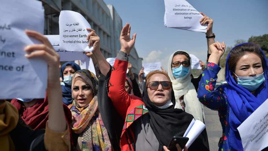 أفغانيات في مسيرة احتجاجية من أجل حقوقهن تحت حكم طالبان في منطقة وسط كابول - 3 سبتمبر 2021