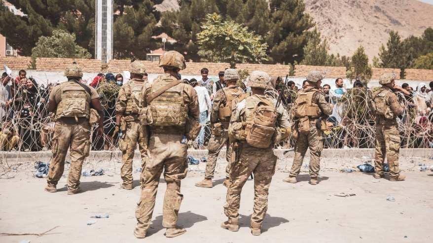 جنود أمريكيون في نقاط أمنية حول مطار كابول