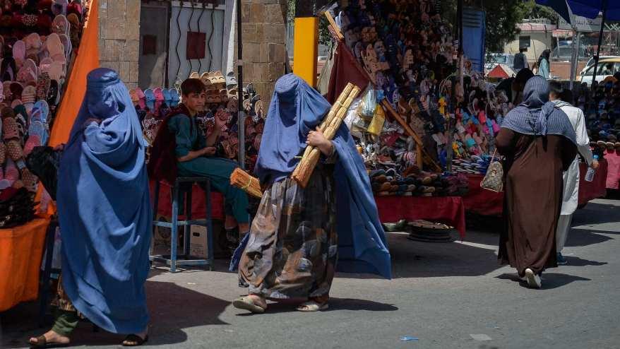 نساء بأحد أسواق أفغانستان