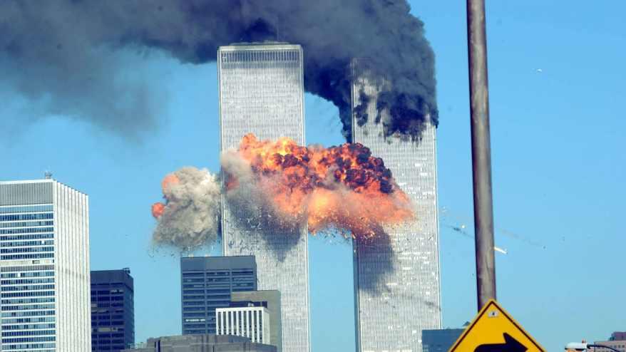 صورة أرشيفية من الهجوم على برجي مركز التجارة العالمي في نيويورك عام 2001