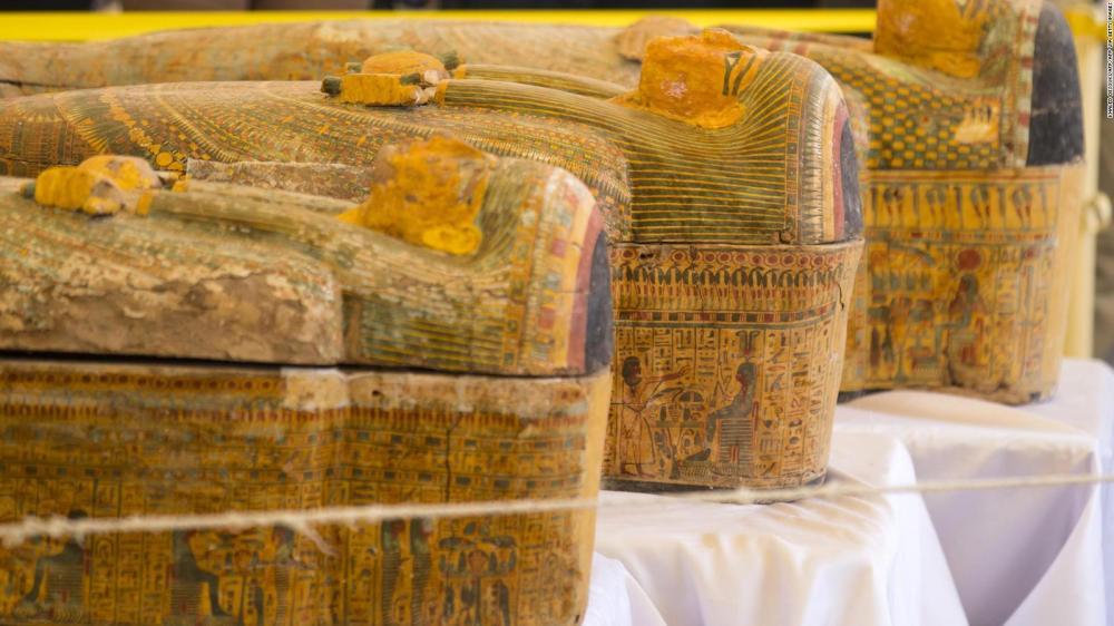 Descubren 30 sarcófagos egipcios en Luxor | Video | CNN