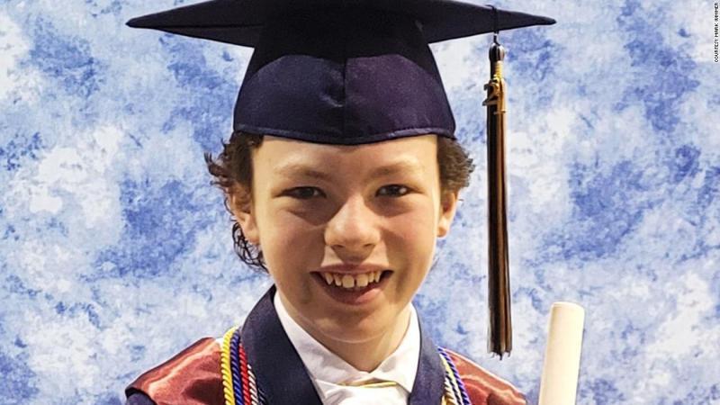 Conoce al niño de 12 años que se graduará de la secundaria y de la universidad en la misma semana