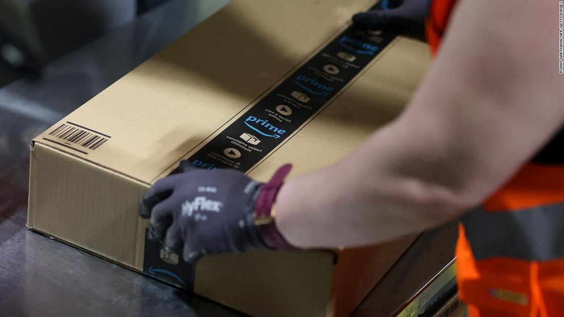 El crecimiento de ventas de Amazon se desacelera al tiempo que el nuevo CEO asume el cargo