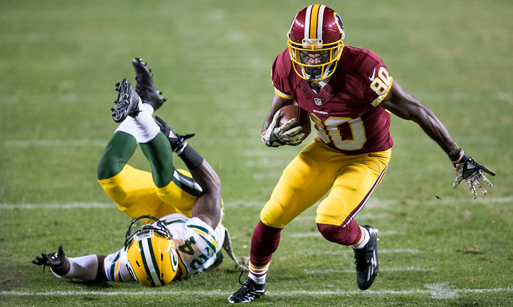 Jamison Crowder plays in a 2016 game against the Green Bay Packers. Keith Allison/Flickr