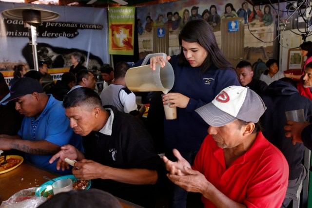 "Marian Enriquez, a member of the Kino Teens, serves deported migrants in 2014 at the ""comedor,"" the kitchen and dining hall of the Aid Center for Deported Migrants in Nogales, Mexico. Pope Francis wrote a personal letter to the Kino Border Initiative's executive director praising and encouraging the teens in their work for migrants. (CNS/Nancy Wiechec)"