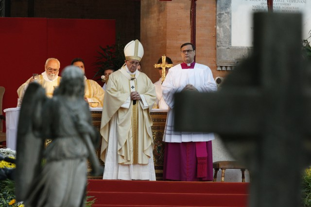 Pope Francis celebrates Mass at Rome's Verano cemetery. (CNS/Paul Haring)
