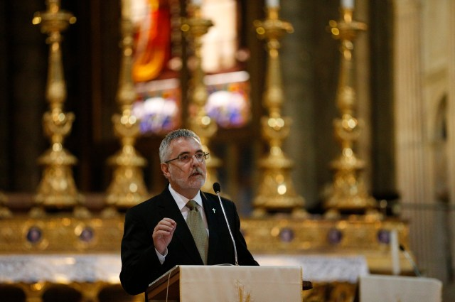 Deacon Anthony Gooley of the Archdiocese of Brisbane, Australia, speaks at a conference for permanent deacons and their wives at the Basilica of Santa Maria Sopra Minerva in Rome May 27. (CNS photo/Paul Haring)