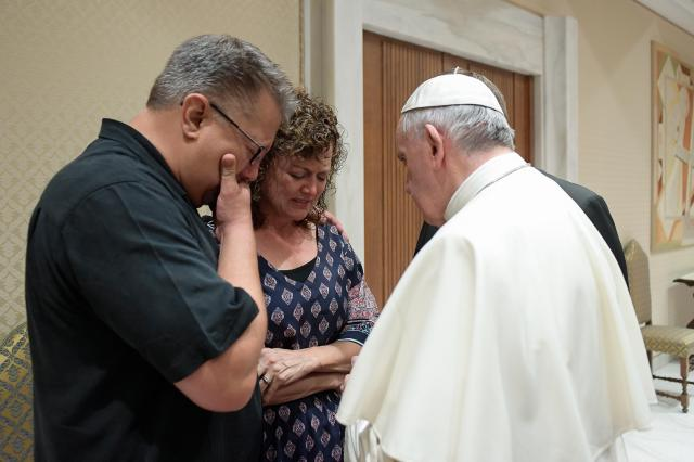 Pope Francis meets with Nick and Jodi Solomon, parents of U.S. student Beau Solomon, during a private meeting at the Vatican July 6. (CNS/L'Osservatore Romano)