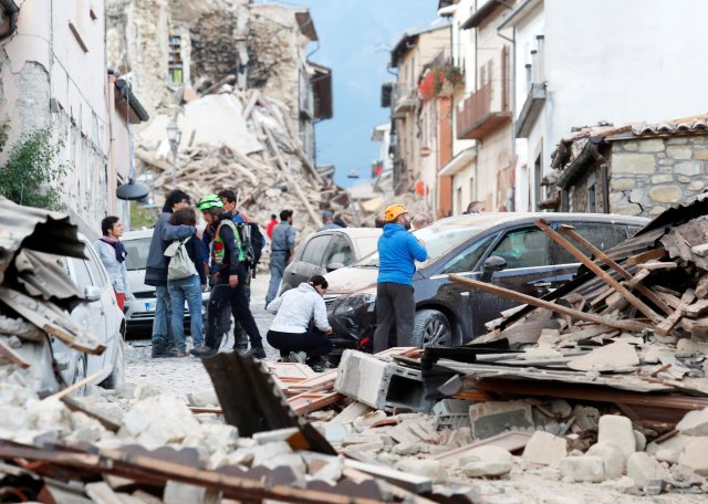 People stand along a road after an earthquake in Amatrice, central Italy, Aug. 24. (CNS/Reuters/Remo Casilli)
