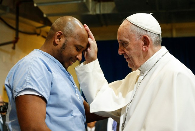 Pope Francis blesses a prisoner as he visits the Curran-Fromhold Correctional Facility in Philadelphia during his 2015 trip to the United States. (CNS/Paul Haring)