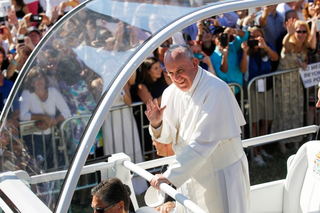 Pope Francis arrives for Mass and the canonization of Blessed Junipero Serra at the Basilica of the National Shrine of the Immaculate Conception in Washington Sept. 23, 2015. (CNS/Bob Roller)
