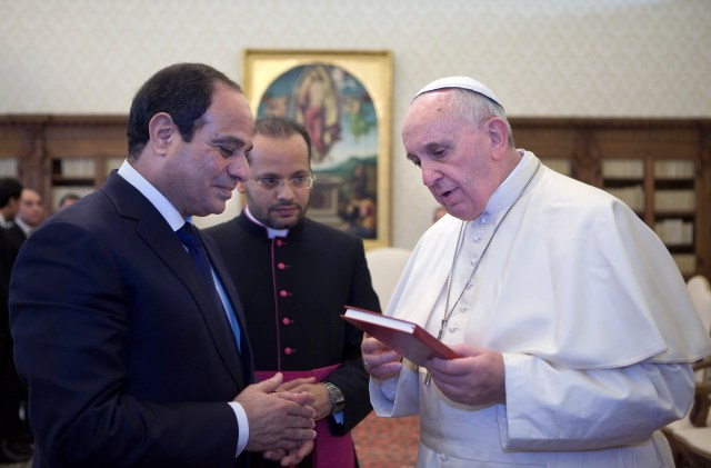 Pope Francis meets Egyptian President Abdel-Fattah el-Sissi in 2014 at the Vatican. (CNS photo/pool)