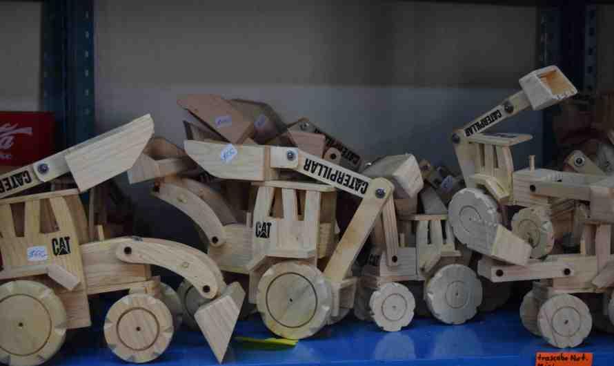 Pueblos de juguete que enfrentan a gigantes