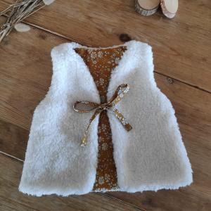 Gilet de berger pour bébé en tissu liberty capel moutarde