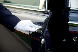 29575504 - luxury service with chauffeur opening the door