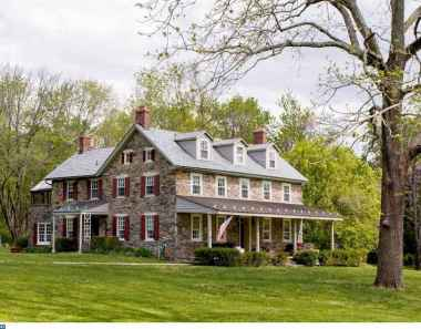 130 Stunning Farmhouse Exterior Design Ideas (91)