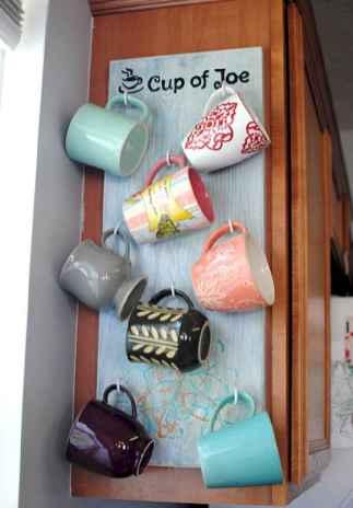 60 Inspiring DIY First Apartment Decorating Ideas (21)