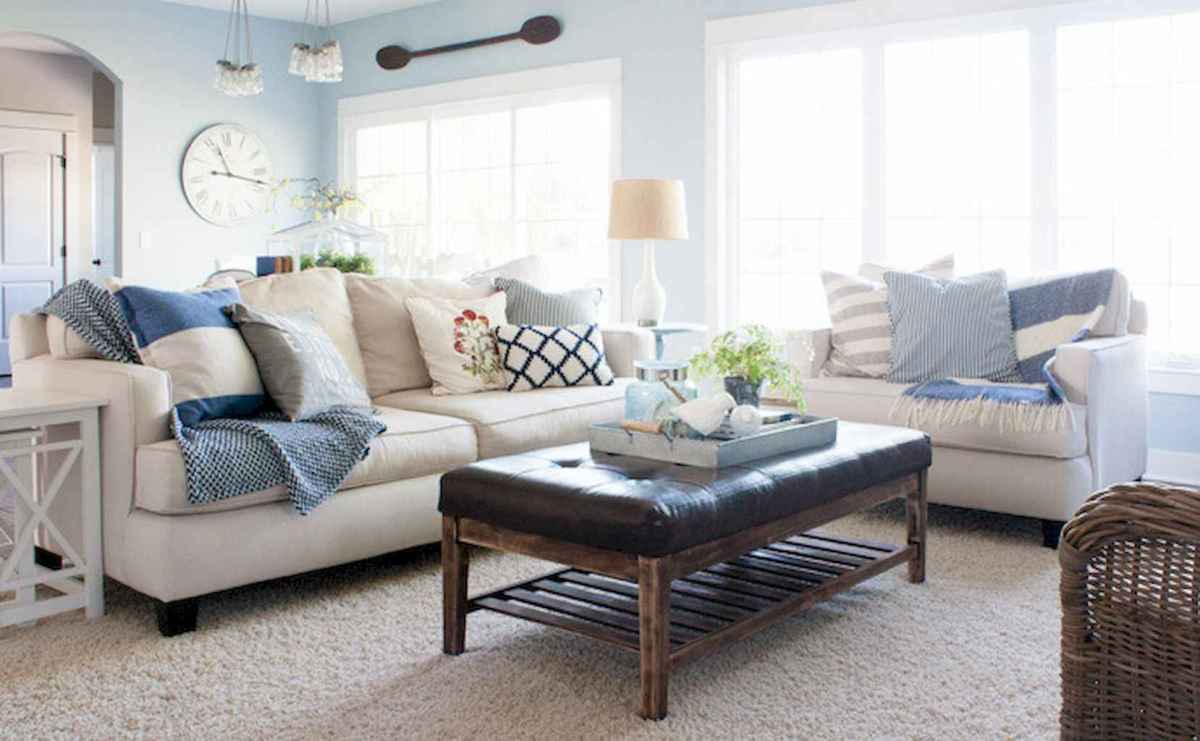 70 Cool and Clean Coastal Living Room Decorating Ideas (37)