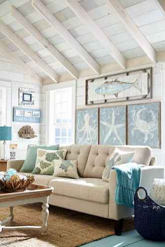 70 Cool and Clean Coastal Living Room Decorating Ideas (60)