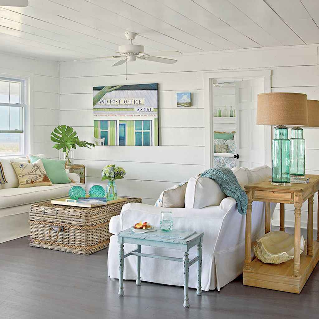 70 Cool and Clean Coastal Living Room Decorating Ideas (66)