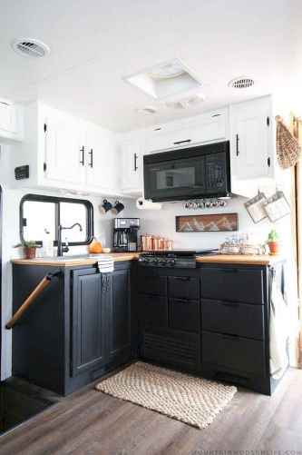 70 Brilliant RV Living Iinterior Remodel Ideas On A Budget (40)