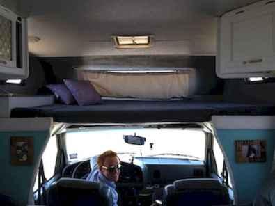 70 Brilliant RV Living Iinterior Remodel Ideas On A Budget (68)
