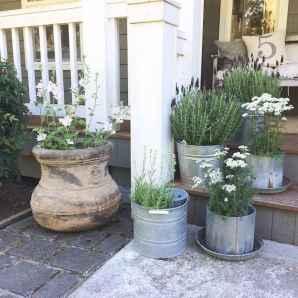 110 Beautiful Farmhouse Porch Decor Ideas (85)