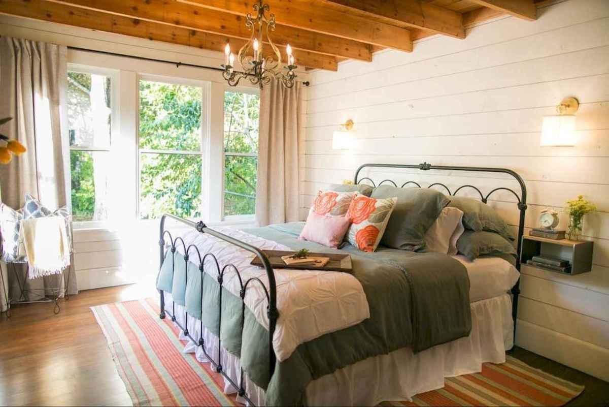 40 Modern Farmhouse Bedroom Decor Ideas and Makeover (28)