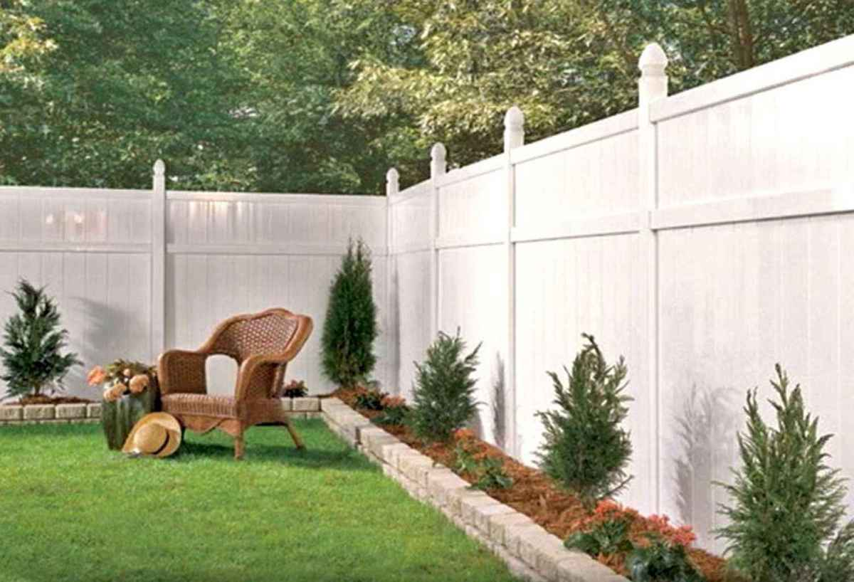 70 Gorgeous Backyard Privacy Fence Decor Ideas on A Budget (52)