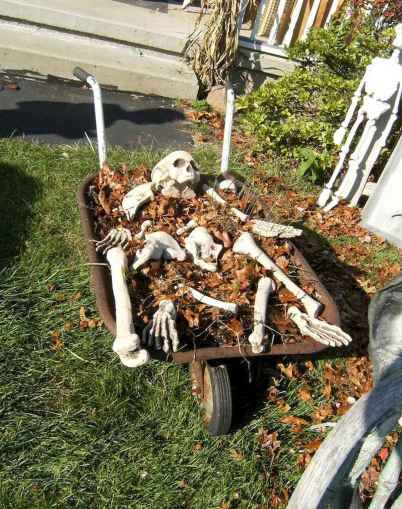 60 DIY Outdoor Halloween Decorations Ideas And Makeover (11)