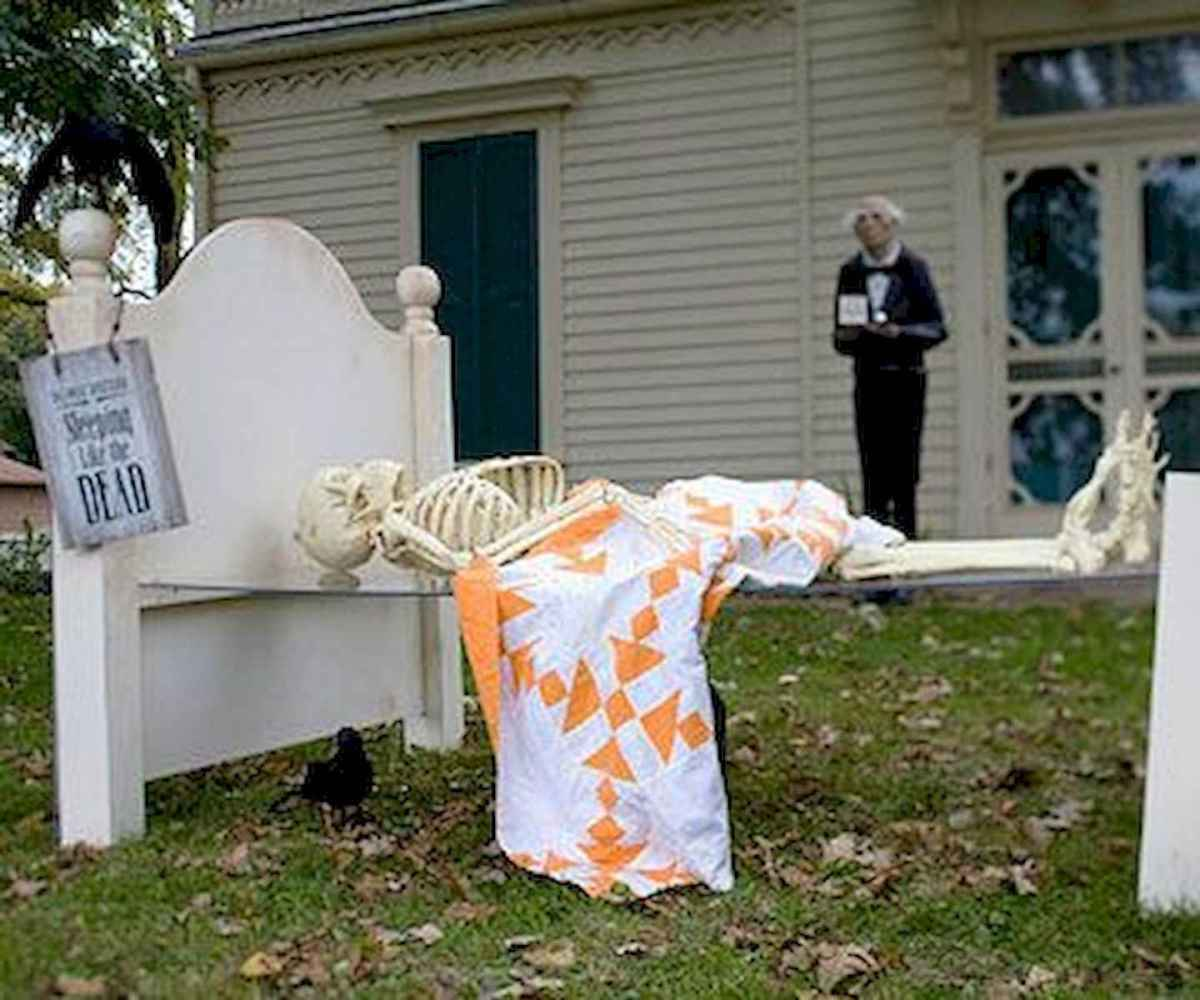 60 DIY Outdoor Halloween Decorations Ideas And Makeover (16)