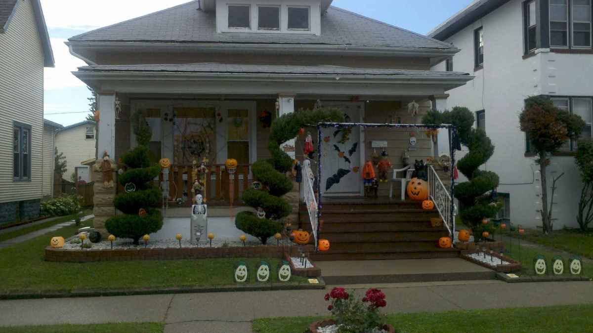 60 DIY Outdoor Halloween Decorations Ideas And Makeover (33)