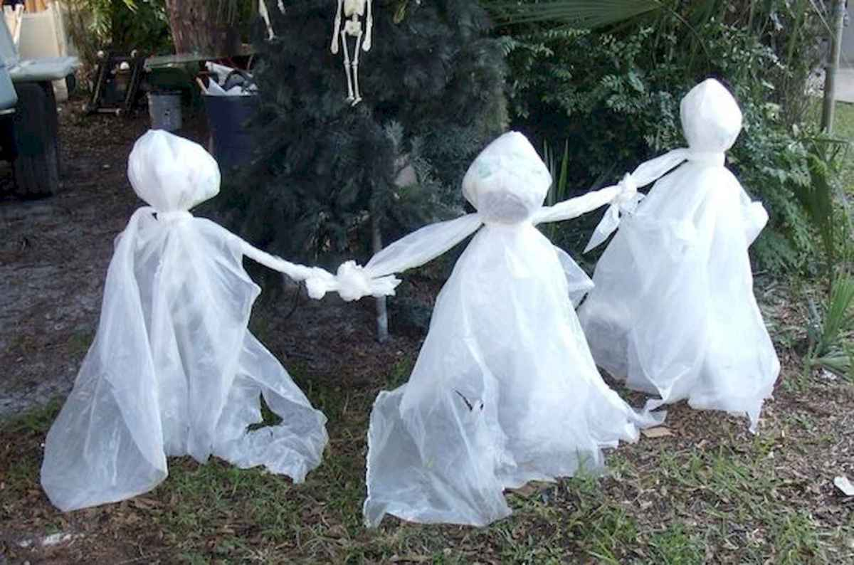 60 DIY Outdoor Halloween Decorations Ideas And Makeover (36)