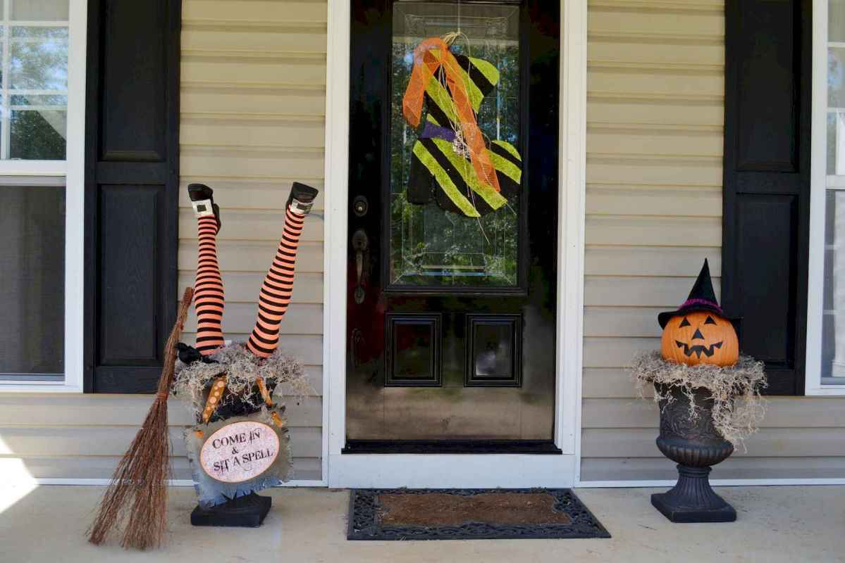 60 DIY Outdoor Halloween Decorations Ideas And Makeover (40)