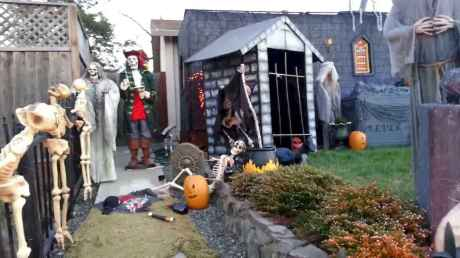 60 DIY Outdoor Halloween Decorations Ideas And Makeover (45)