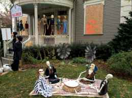 60 DIY Outdoor Halloween Decorations Ideas And Makeover (47)