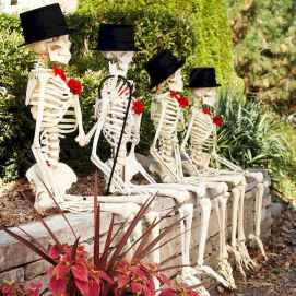 60 DIY Outdoor Halloween Decorations Ideas And Makeover (54)