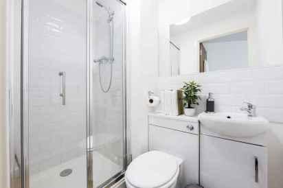 70 Inspiring Farmhouse Bathroom Shower Decor Ideas And Remodel (11)