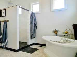 70 Inspiring Farmhouse Bathroom Shower Decor Ideas And Remodel (25)