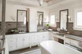 80 Awesome Farmhouse Master Bathroom Decor Ideas And Remodel (9)