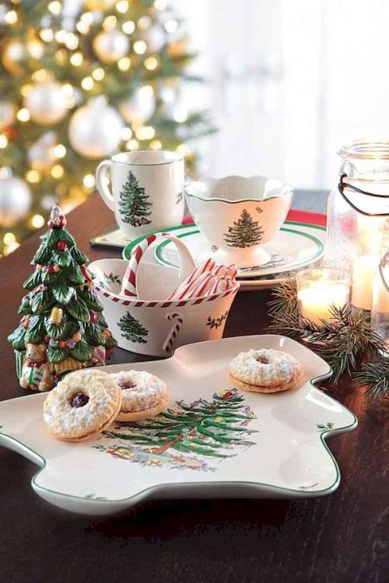 35 Beautiful Christmas Decor Ideas Table Centerpiece (27)