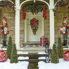 50 Front Porches Farmhouse Christmas Decor Ideas (15)