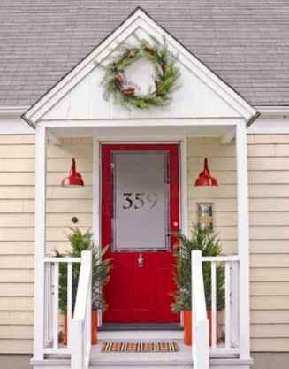 50 Front Porches Farmhouse Christmas Decor Ideas (29)
