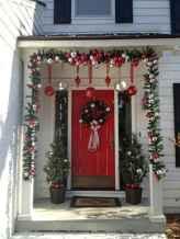 50 Front Porches Farmhouse Christmas Decor Ideas (31)