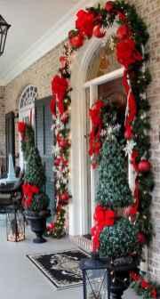 50 Front Porches Farmhouse Christmas Decor Ideas (35)