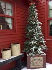 50 Front Porches Farmhouse Christmas Decor Ideas (4)