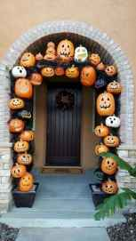 22 Chilling and Creative Halloween Porch Decorations (11)