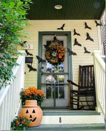 22 Chilling and Creative Halloween Porch Decorations (20)