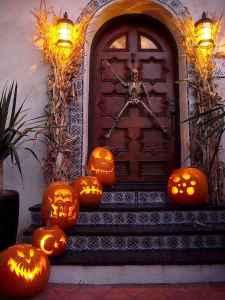 25 Creative Halloween Door Decorations for 2018 (13)