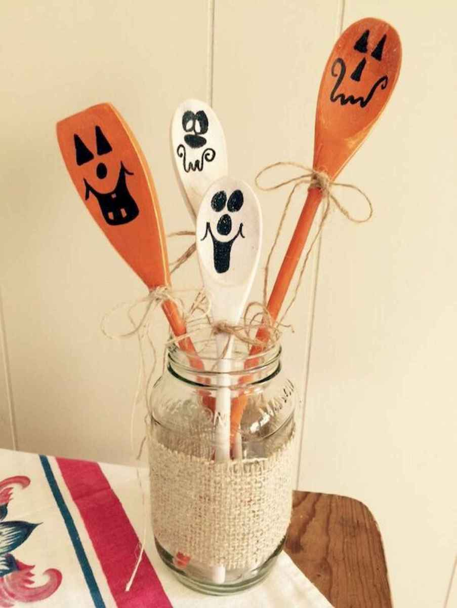 25 Creative Indoor Halloween Decorations Ideas (14)